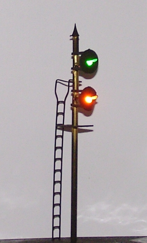 Great Western twin head searchlight signal showing Caution